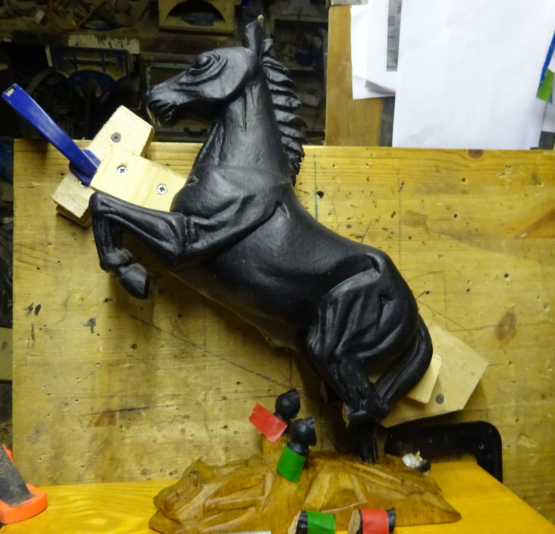 Carved Horse repair Holding horse safely